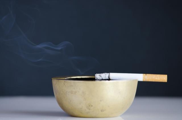 火の付いた煙草